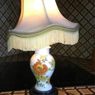 petite lampe en porcelaine